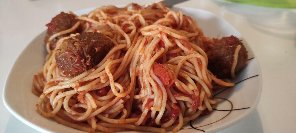 """Ein Teller Spaghetti mit """"Fleisch""""-Bällchen"""